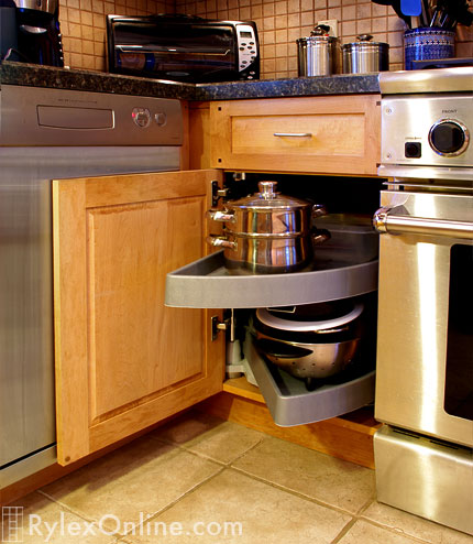 Solid Wood Kitchen Cabinets   Pull Out Drawers ...